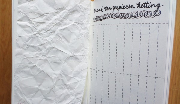 Dare to wreck, Wreck this Journal, maak een papieren ketting