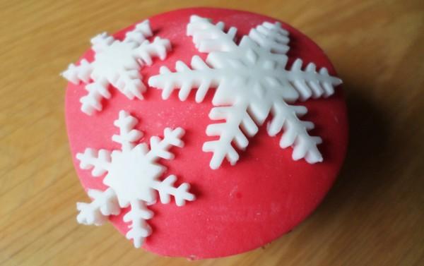 Kerstcupcakes met sneeuwvlokjes (plunger cutters)