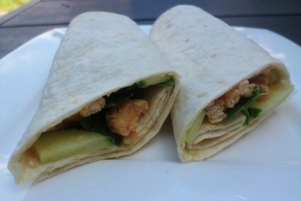 4x de lekkerste koude wraps, lekkere koude wraps, makkelijke wraps met kip, pesto, spinazie en komkommer