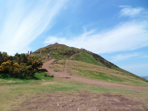 Arthur's Seat Edinburgh beklimmen, uitzicht over Edinburgh