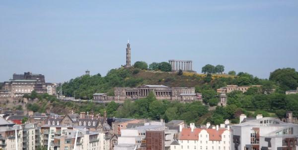 Arthur's Seat Edinburgh beklimmen, uitzicht Carlton Hill