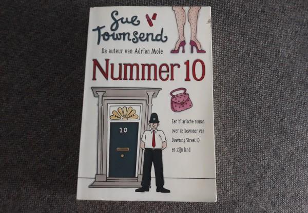 Gelezen Nummer 10 Sue Townsend recensie