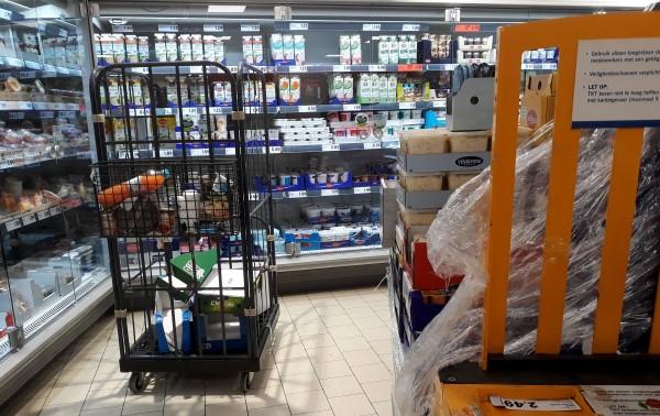 Klein leed supermarkten, geblokkeerde gangpaden