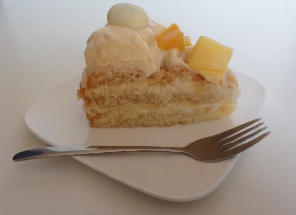 Paastaart met lemon curd, yoghurt en mango, frisse lentetaart met Griekse yoghurt, lemon curd en witte paaseitjes