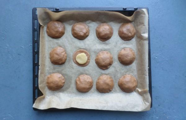 Recept gevulde speculaaskoeken, zelf gevulde speculaas maken, gevulde koeken met speculaassmaak, Sinterklaasrecepten, bakken voor Sinterklaas, gevulde speculaas in koekvorm