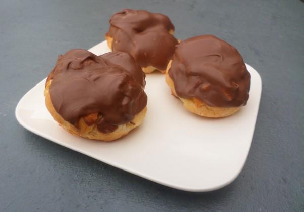 Recept karamel-zeezout soesjes met chocola AH, zelf soesjes maken, soezen met karamelroom, soesjes met gezouten karamel en chocola