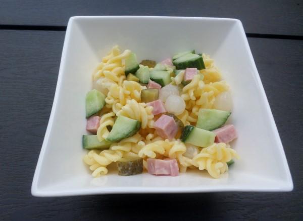 Recept lekkerste pastasalades (4) pastasalade met ham, augurk, zilveruitjes, komkommer, hamblokjes