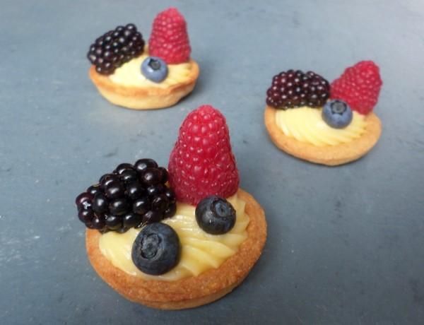 Recept mini-tartelettes met zomerfruit, mini-tartelettes maken met een cupcakevorm, tartelettes mini-cupcakevorm, tartelettes met banketbakkersroom en fruit