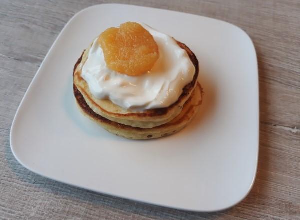 Recept supersimpele paaspancakes, recept pancakes voor Pasen, lekker frisse pancakes met lemon curd, leuk paasrecept voor kinderen, leuk recept paasontbijt paasbrunch
