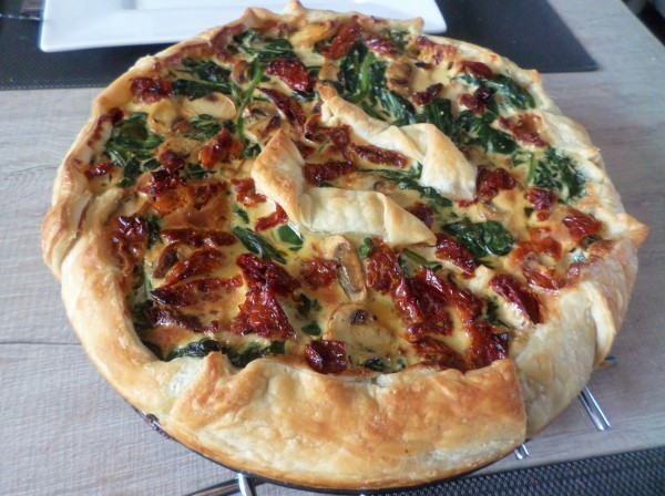Recept vegetarische quiche met spinazie, champignons en zongedroogde tomaat, spinaziequiche koud of warm te eten