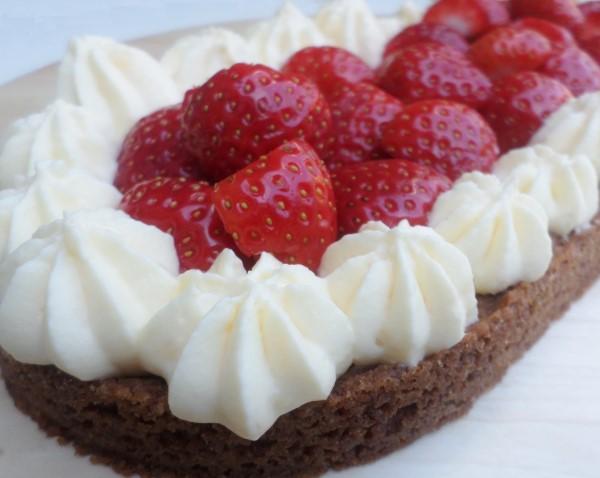Recept voor aardbeienslof, aardbeiensloffen, aardbeienslof met banketbakkersroom, aardbeienslof met Zwitserse room, aarbeienslof met slagroom, zomers sloffengebak