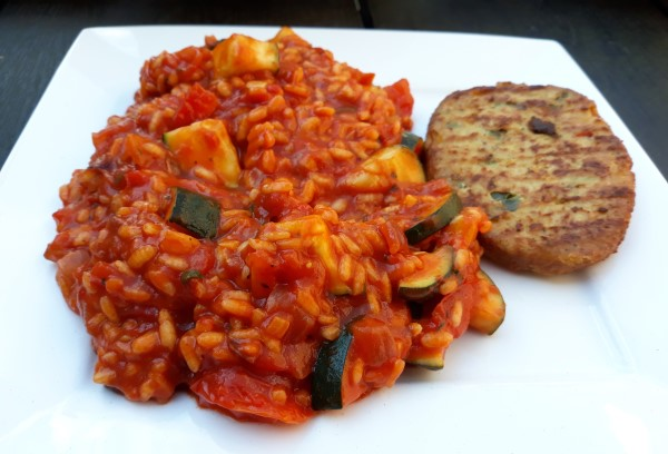 Vegan tomatenrisotto met courgette