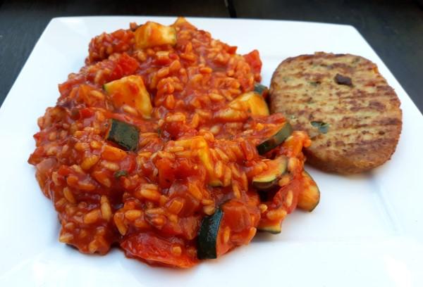 Vegan tomatenrisotto met courgette