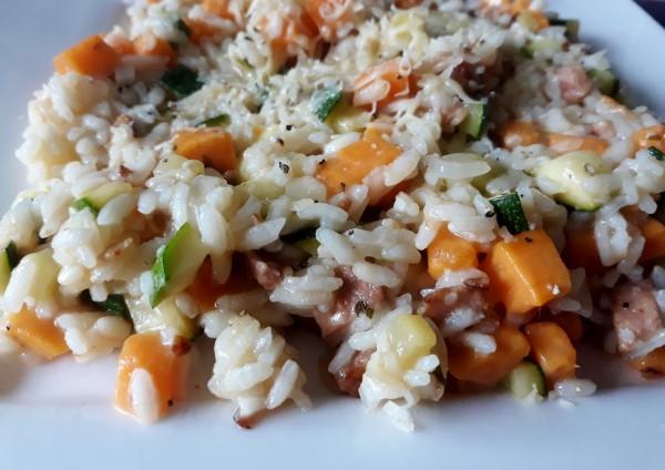 Recept vegetarische risotto met zoete aardappel, courgette en vegan spekreepjes