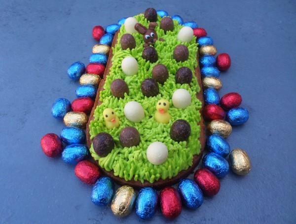 recept Paasslof, sloffentaart voor Pasen, sloffengebak voor Pasen, paashaas fondant, kuikentjes fondant, gras botercreme