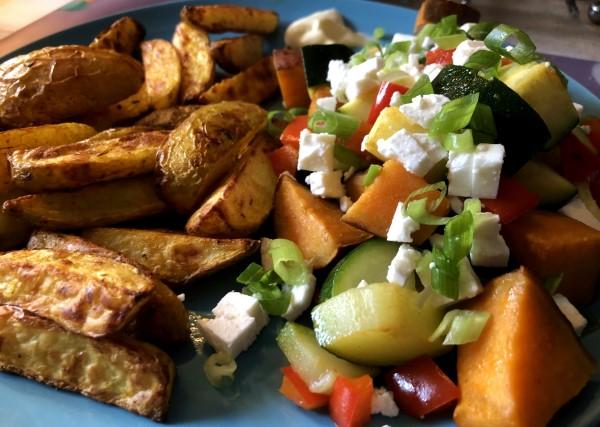 Recept ovengroenten met feta en gekruide aardappelpartjes, wedges